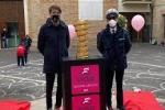 Il simbolo del Giro d'Italia nella piazza del paese di NOTARESCO